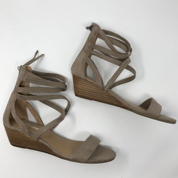 0e6762dd84 Report Footwear Makenna Strappy Wedge Sandal. M_5b83629c5fef3726f904eb73